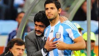 Vía Twitter, Agüero salió a responderle a Maradona