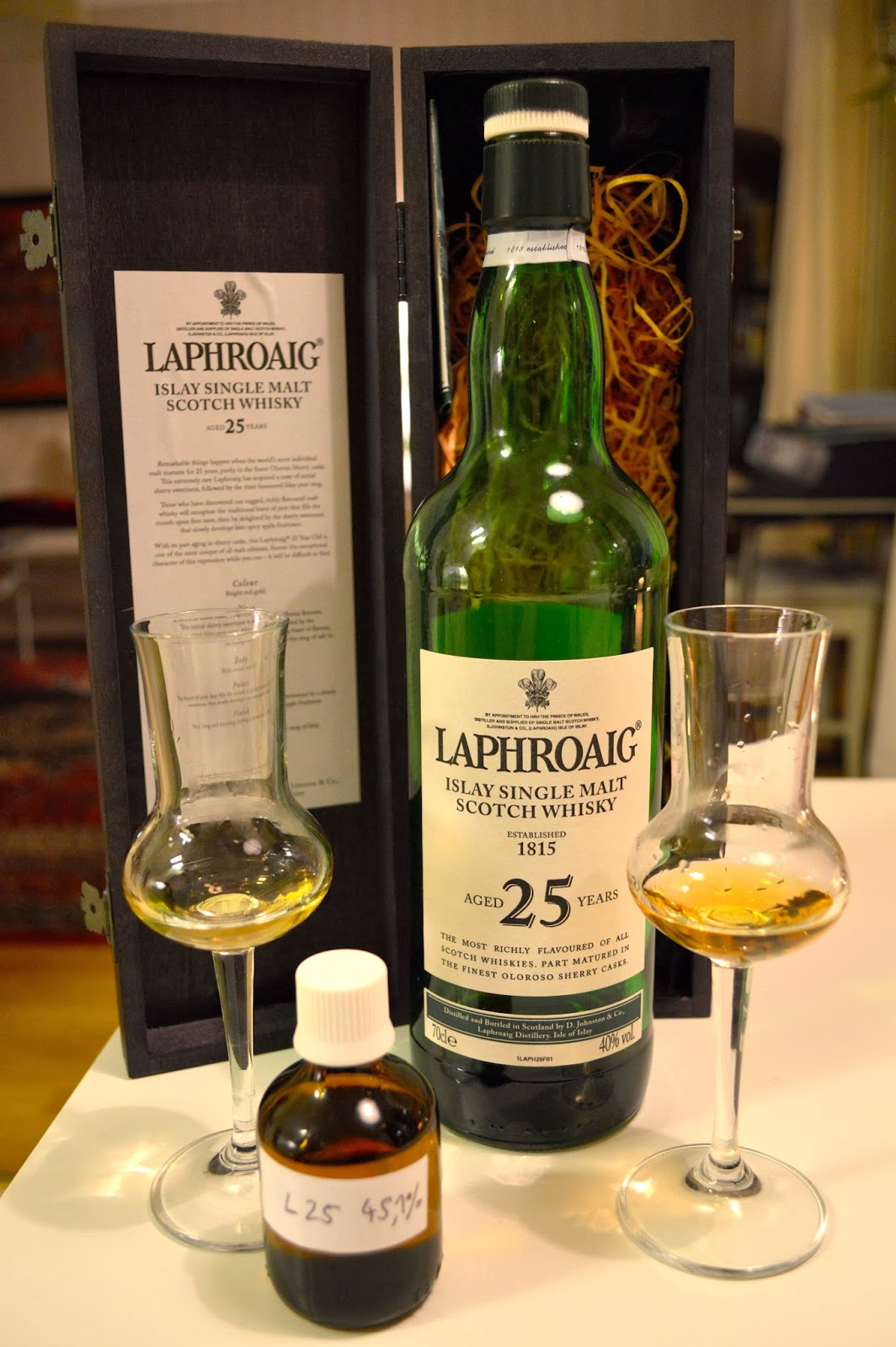 Tasting two Laphroaig 25yo – 2007 40% ABV vs. 2013 45,1% ABV!