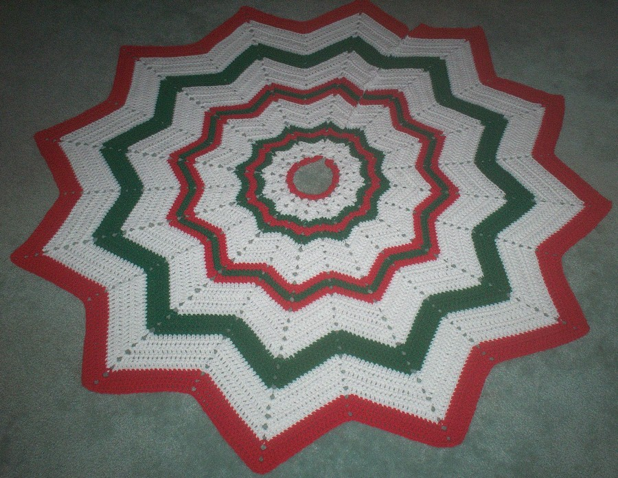 Karis Crafts Round Ripple Christmas Tree Skirt