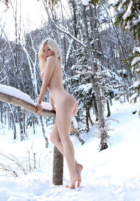 Women Nude In The Snow 56