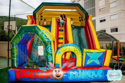 Tobogã inflável com piscina bolinhas