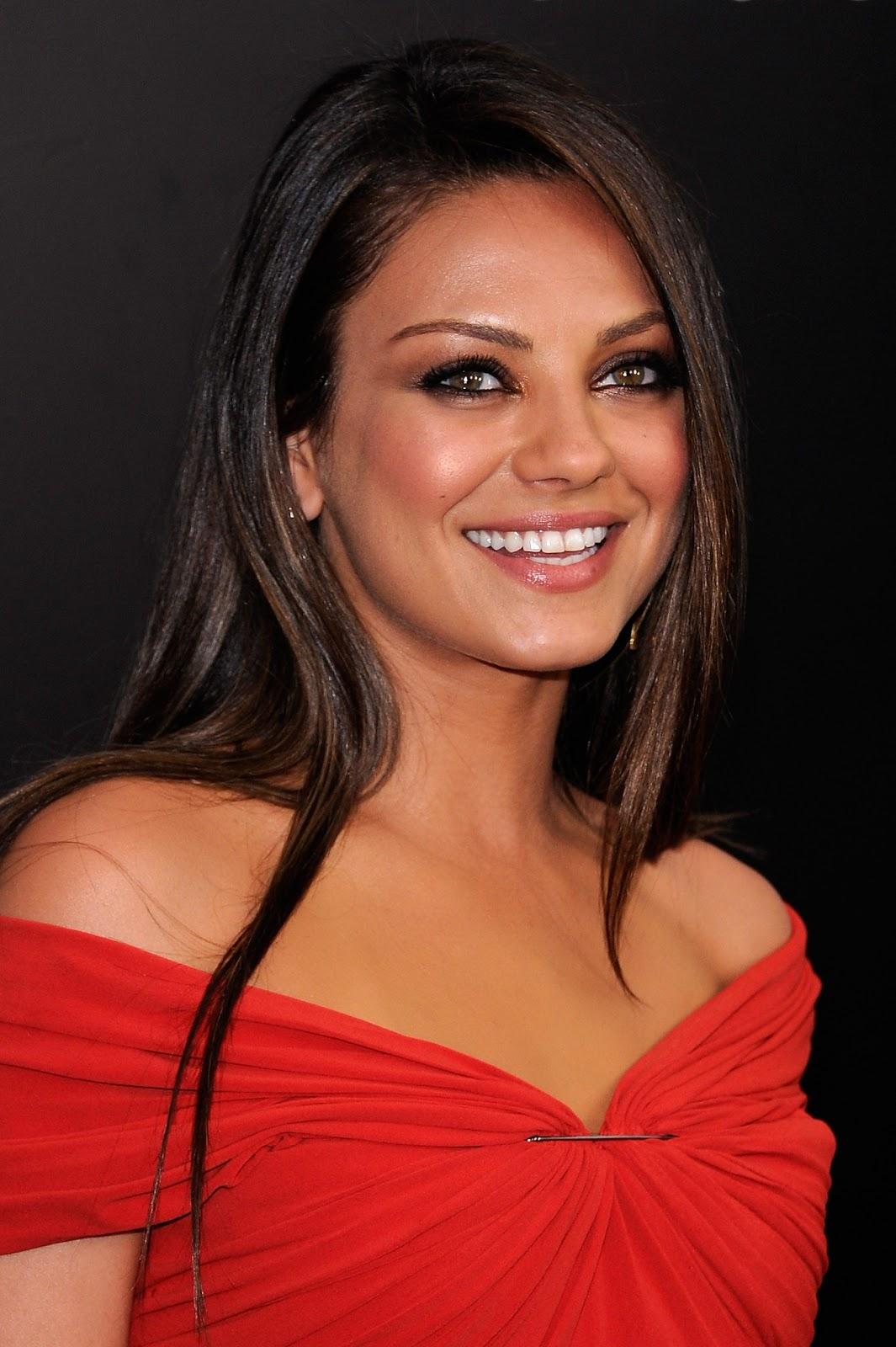 http://1.bp.blogspot.com/-t-F2gcdL45k/Tuwadq3dU-I/AAAAAAAAHhU/n7fa3N7HspE/s1600/Mila+Kunis+In+Red+Dress+%25281%2529.jpg