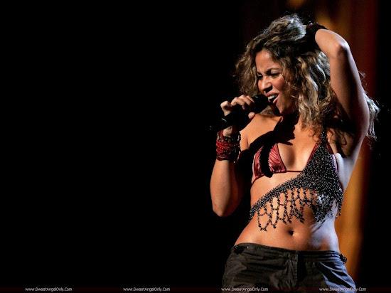 Shakira_full_screen_wallpaper