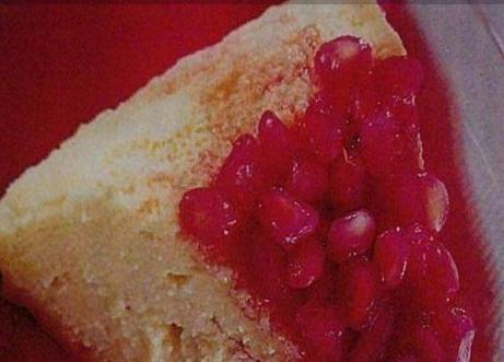 Torta de queijo com calda de romã light