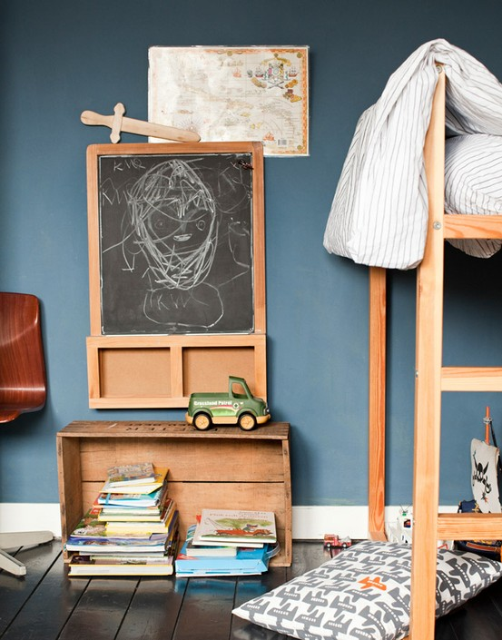 per le pareti della cameretta, una vecchia cassetta utilizzata per ...