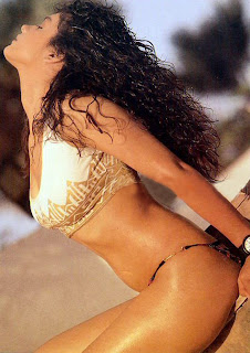 Pooja Bhatt In Sexy Bikini photo