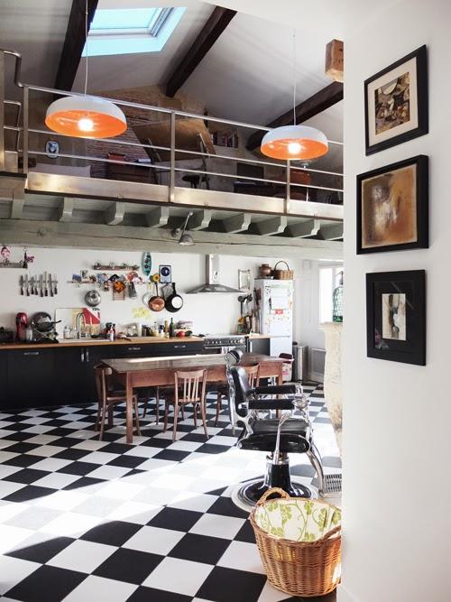 R habilitation de deux maisons jumelles en pierre l ognan - Cuisine carrelage noir et blanc ...