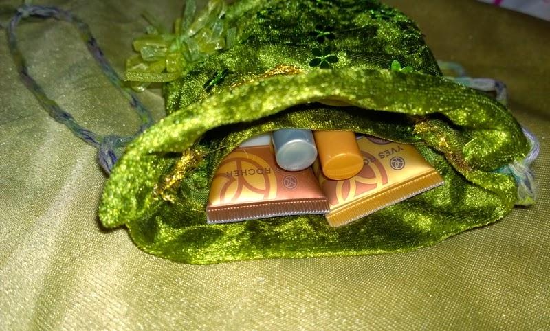 le grenier de la bonne f e cr ations f e main petite sacoche tons vert et or. Black Bedroom Furniture Sets. Home Design Ideas