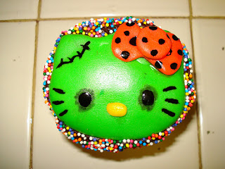Hello Kitty zombie cupcake