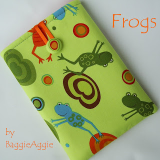 Quirky 'Frogs' Kindle sleeve by BaggieAggie.
