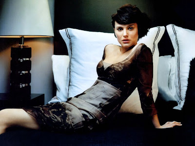 Natalie Portman Photo Wallpaper curve