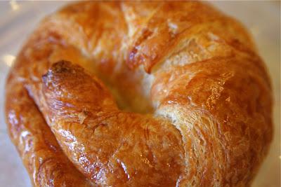 http://1.bp.blogspot.com/-t02zbVXojDQ/UiGLnx6XbHI/AAAAAAAALGE/9dHNw_MyBEw/s1600/Croissant.jpg