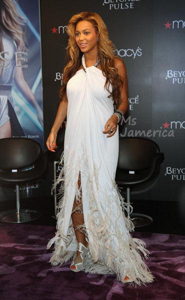 Beyoncé > Fragancias 'Heat'/'Pulse'/'Rise' (#1 Selling Celebrity Fragrance Line) - Página 4 Beyonce+macys7