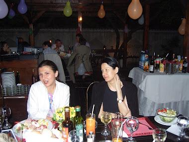Olivia Marcov cu Mihaela Dedeoglu colega mea de banca, iulie 2006 Revedere liceu Balcescu