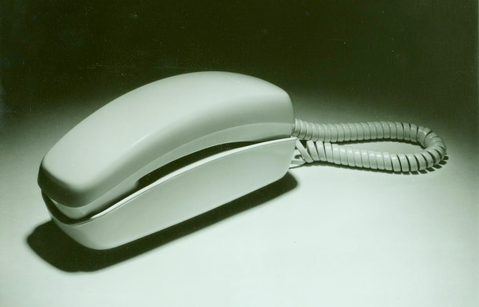 http://commons.wikimedia.org/wiki/File:Trimline_phone.jpg