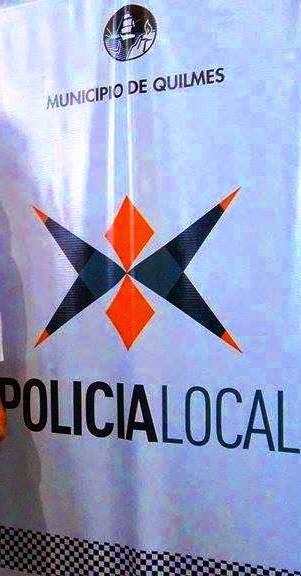 LA NUEVA POLICIA DE SCIOLI Y LOS KIRCHNER TIENE COMO LOGO LA ESCUADRA Y EL COMPAS DE LA MASONERIA POLIC%C3%8DA%2BLOCAL%2BDE%2BQUILMES%2B-%2BLA%2BMIRADA%2BDE%2BQUILMES%2BOESTE