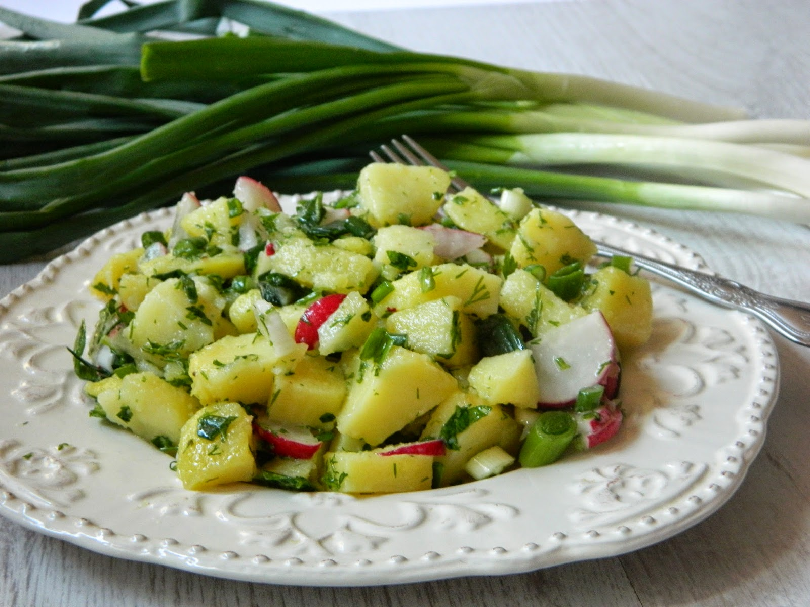 Salata olteneasca cu cartofi si verdeturi
