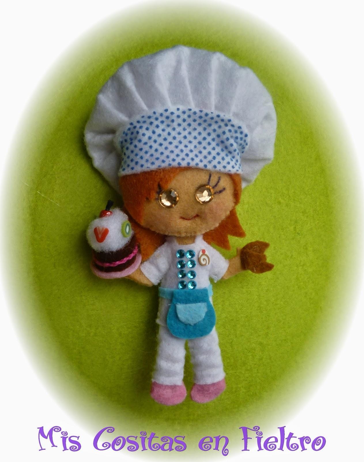 broche de fieltro, broche en fieltro, fieltro broche, broche, fieltro, felt, regalo, pin, Monigota, muñeca de fieltro, felt doll, cocinera, pastelera