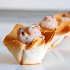 Canapés de paté de erizo con jamón serranocrujiente