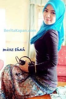 Gadis Cantik Menggunakan Hijab Warna Biru Muda