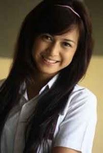 Indonesia Selebriti Show: Nina Zatulininina zatulini