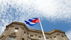 Ondea la bandera cubana en embajada en EE.UU ( + FOTOS y VIDEO)