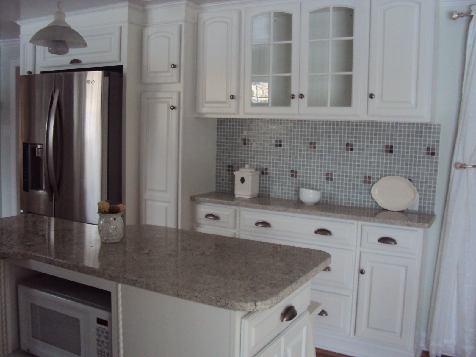 Cottage Beach House: The kitchen Island, a Hutch design and French ...