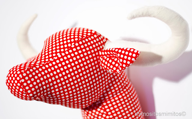 Cabeza toro tela muñeco tauromaquia trofeo caza brau decoracion decorar interiores objetos