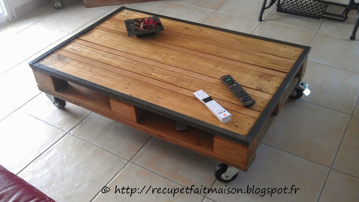 Table basse en palette rouge for Table en palette