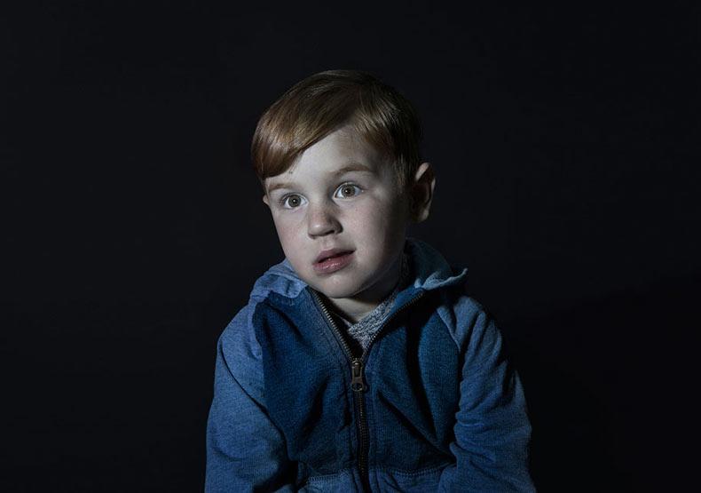Retratos de niños esclavizados por la TV