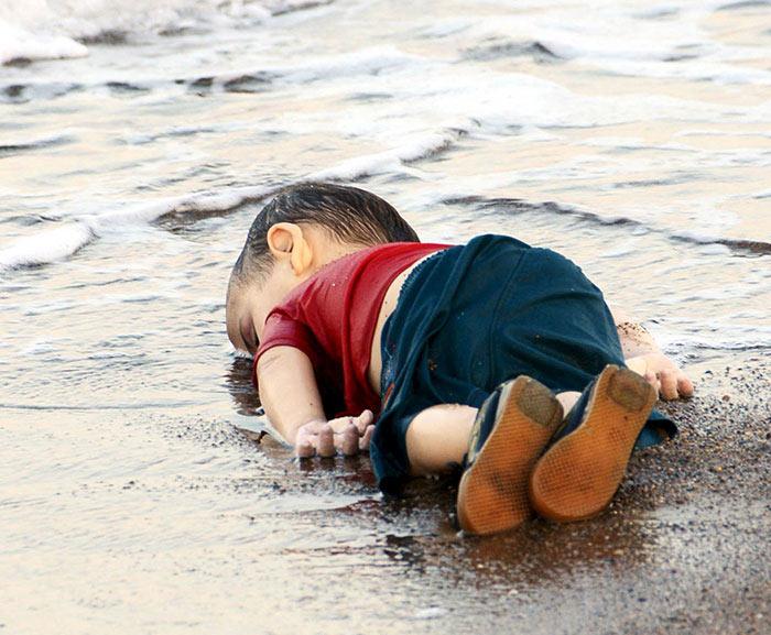 Emotivas imágenes para despedir al niño sirio que murió ahogado