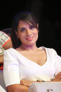 Richa Chadda in loose white top NDTV Fortis Health 4U Cancerthon Campaig Launch In Mumbai
