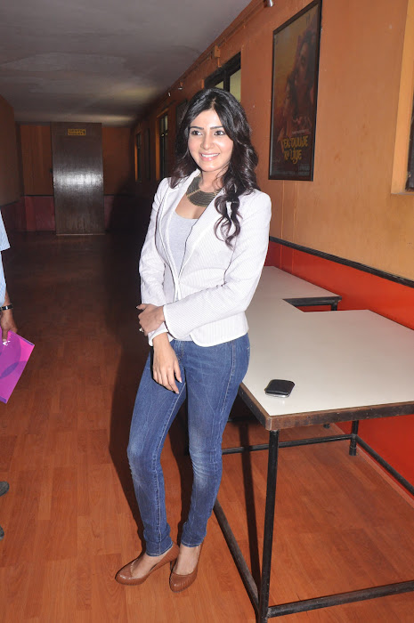 samantha new @ eega press meet hot photoshoot