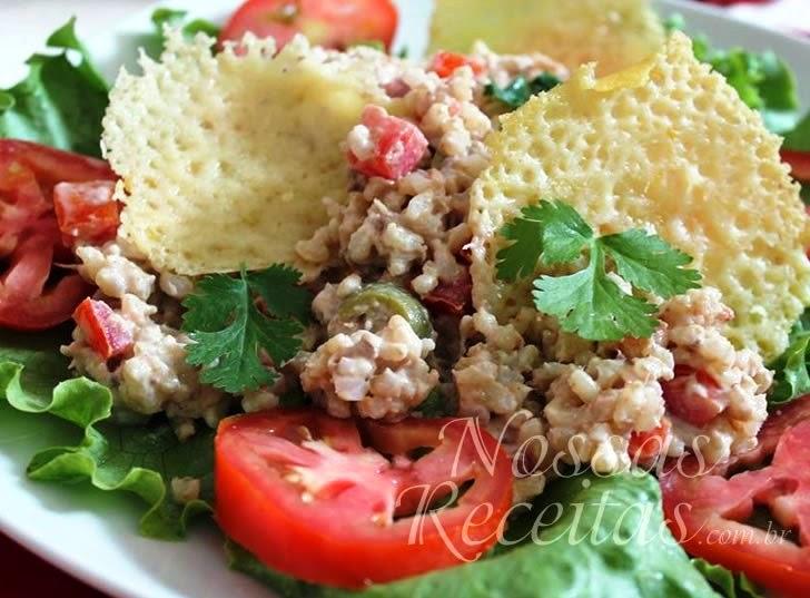 Receita de Salada de arroz preparada com atum