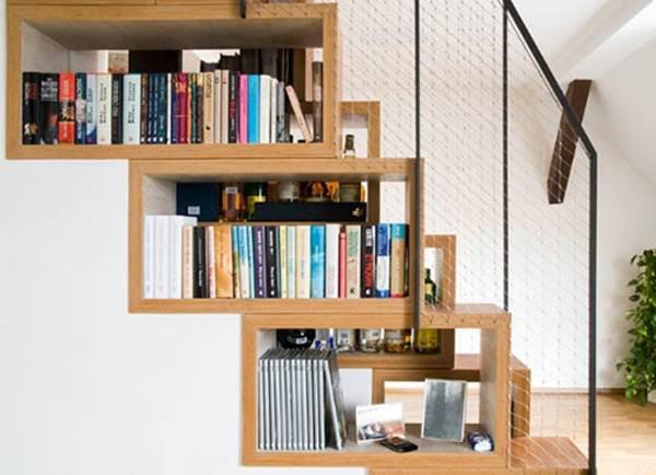 tangga-dibina-dengan-rak-buku