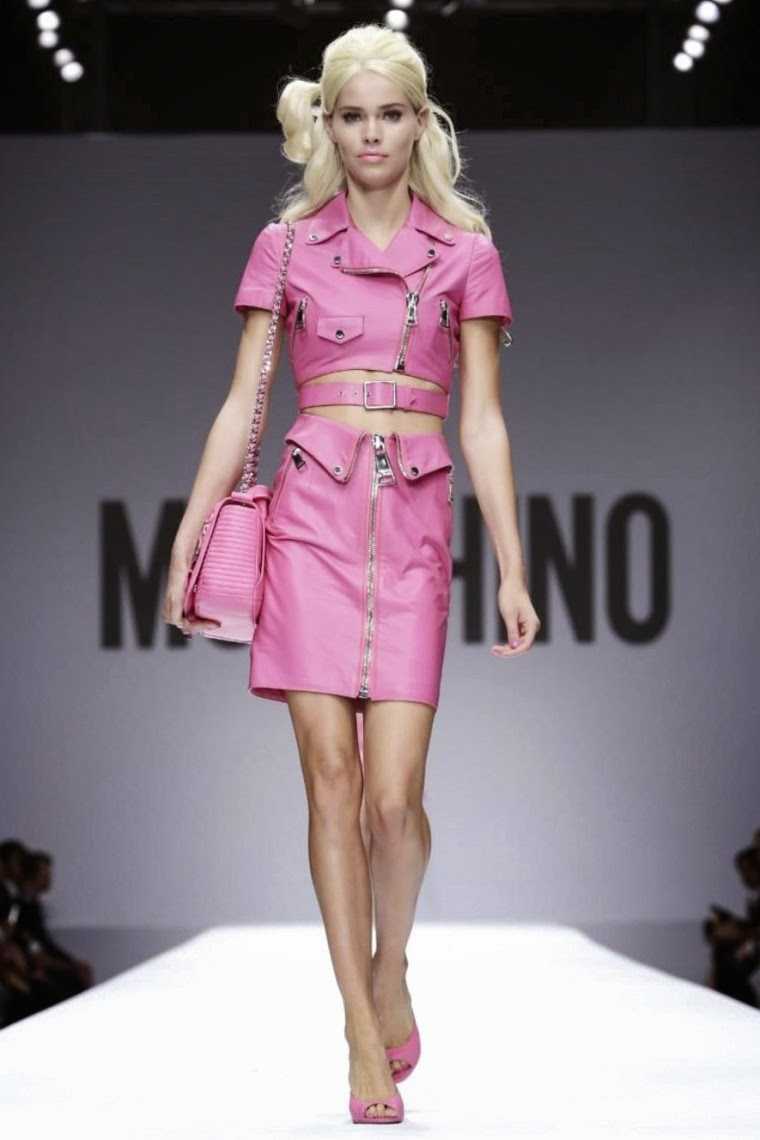 Moschino spring summer 2015, Moschino ss15, Moschino, Moschino ss15 mfw, Moschino mfw, barbie moschino, mfw, mfwss15, mfw2014, fashion week, milan fashion week, milano fashion week, jeremy scott, moschino jeremy scott, du dessin aux podiums, dudessinauxpodiums, vintage look, dress to impress, dress for less, boho, unique vintage, alloy clothing, venus clothing, la moda, spring trends, tendance, tendance de mode, blog de mode, fashion blog,  blog mode, mode paris, paris mode, fashion news, designer, fashion designer, moda in pelle, ross dress for less, fashion magazines, fashion blogs, mode a toi, revista de moda, vintage, vintage definition, vintage retro, top fashion, suits online, blog de moda, blog moda, ropa, asos dresses, blogs de moda, dresses, tunique femme,  vetements femmes, fashion tops, womens fashions, vetement tendance, fashion dresses, ladies clothes, robes de soiree, robe bustier, robe sexy, sexy dress