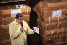 Buhoneros no podrán vender alimentos de primera necesidad, anuncia Maduro