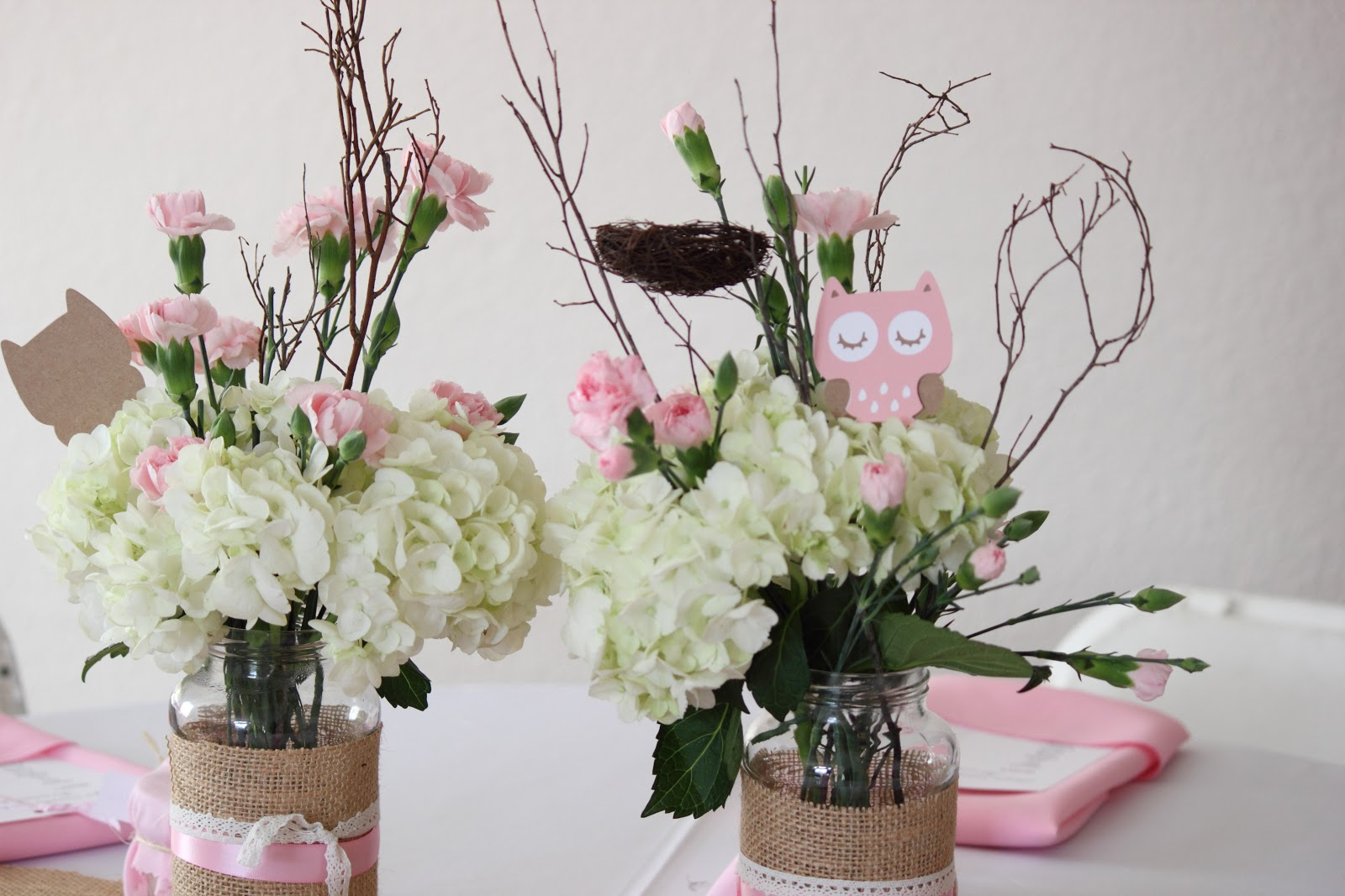 Wright by me pink owl baby shower for Centro de mesa baby shower