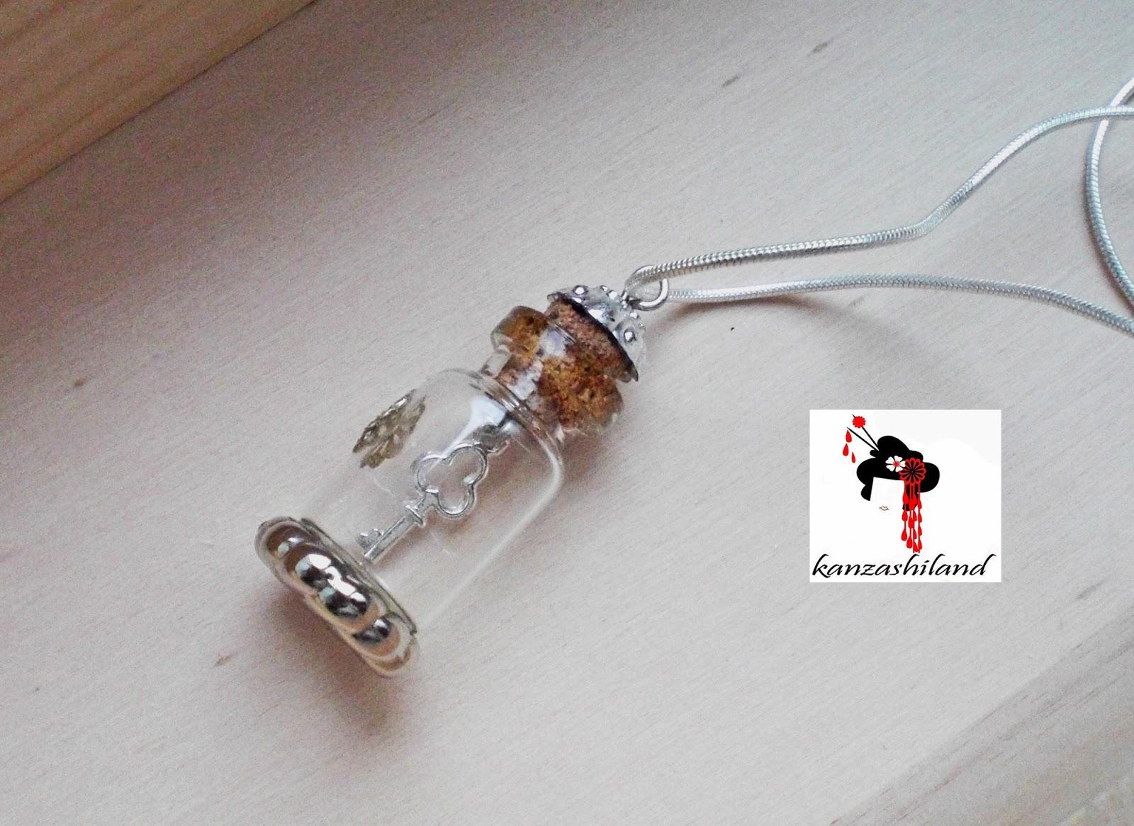 Colgante mini botella con llave