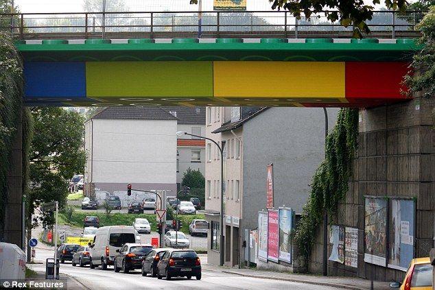 Keren! Jembatan Ini Terbuat Dari Lego! [ www.BlogApaAja.com ]