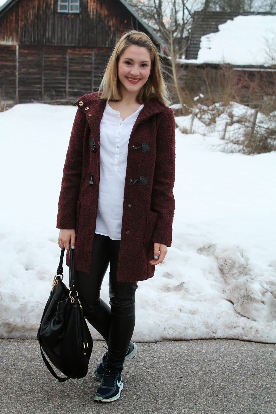 Fashionblogger Austria Österreich Kärnten Carinthia Blogger Coat Red Boucle Orsay Blouse white Esprit Leather Pants Pimkie Nike Free 5.0 Marc by Marc Jacobs Hillier Hobo Bag Hipster Look