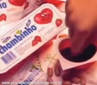 """Propaganda do Chambinho (Frutos do Coração) de 1995 com a canção """"Carinhoso""""."""