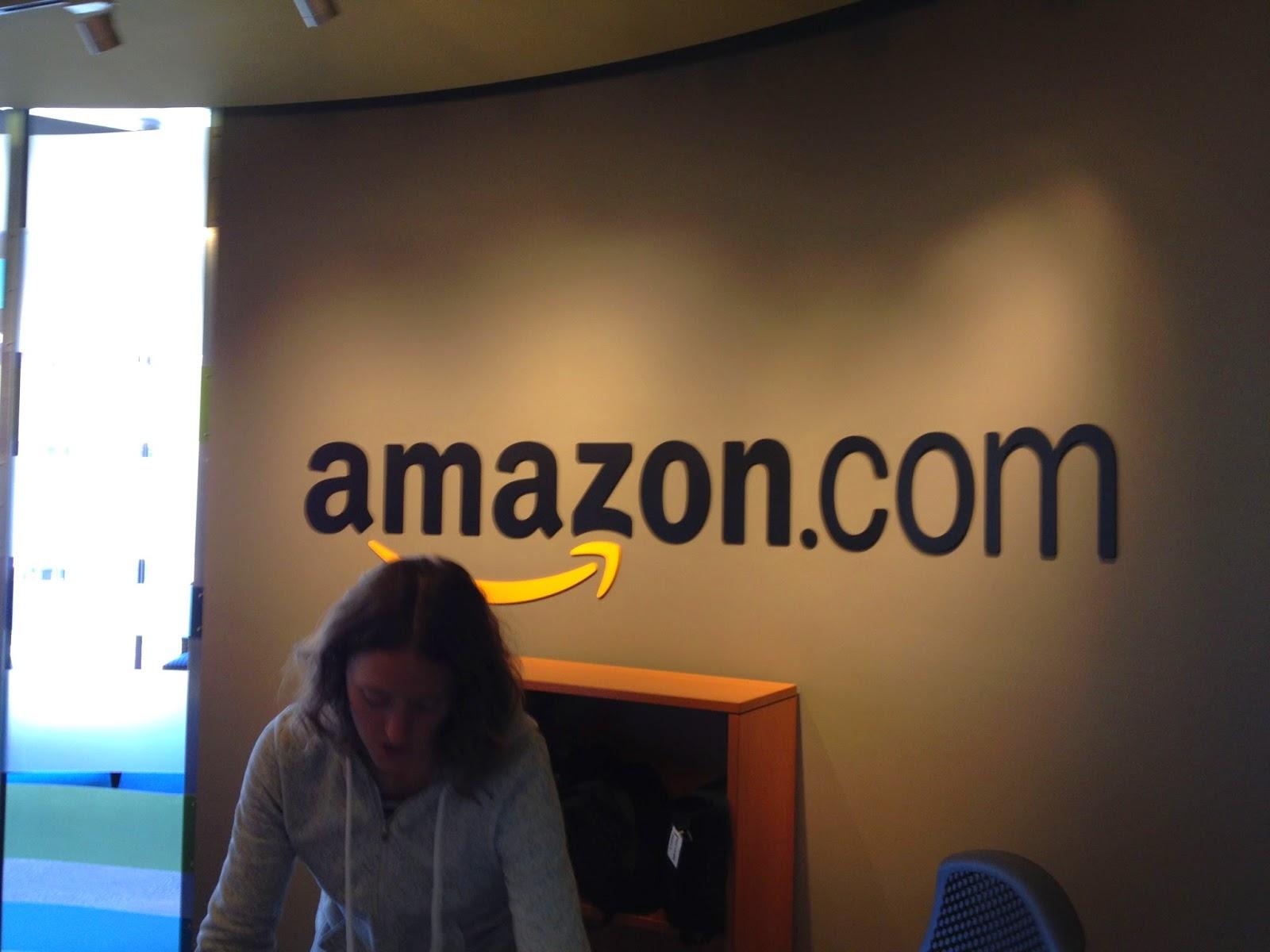 This is the famous Bezos u201cdoor desku201d -) & Amazon   Spartan Ideas
