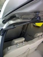 sokbeker pintu bagasi mobil