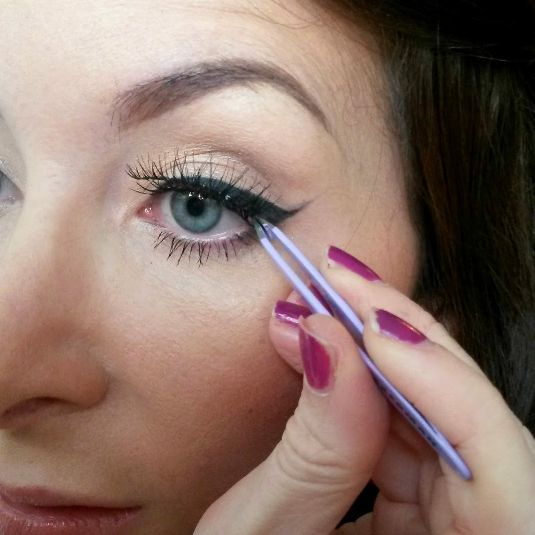 How to apply false lashes - step by step