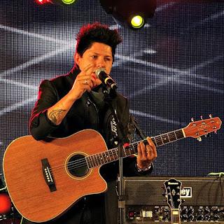 Cauã Rodrigues na Festa Nacional da Música de 2015.