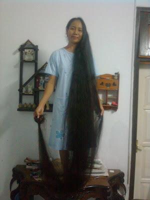 Ecih Sukaesih Pemilik Rambut panjang 3 meter
