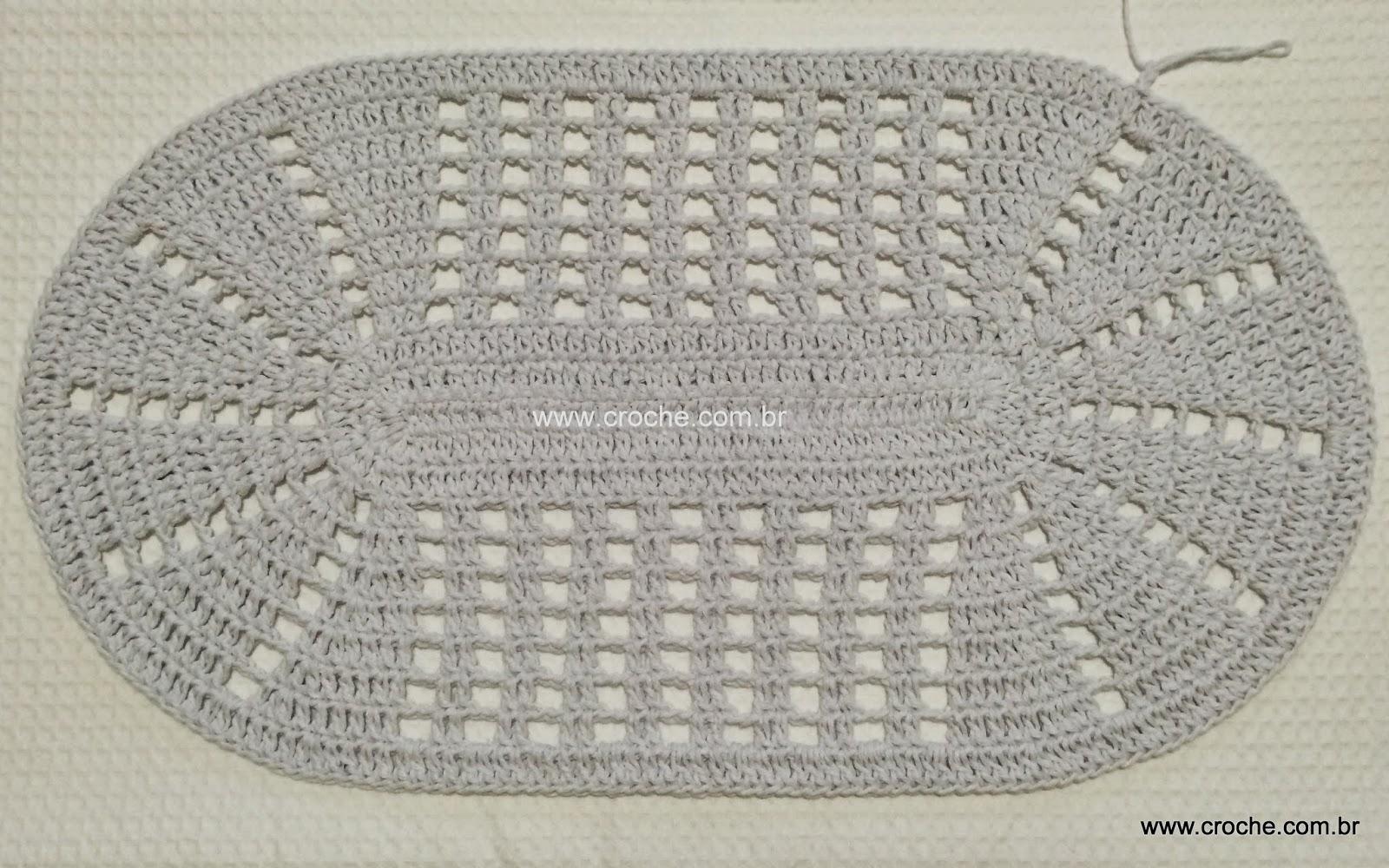 Tapete oval em crochê com aplicação de flores – Passo a