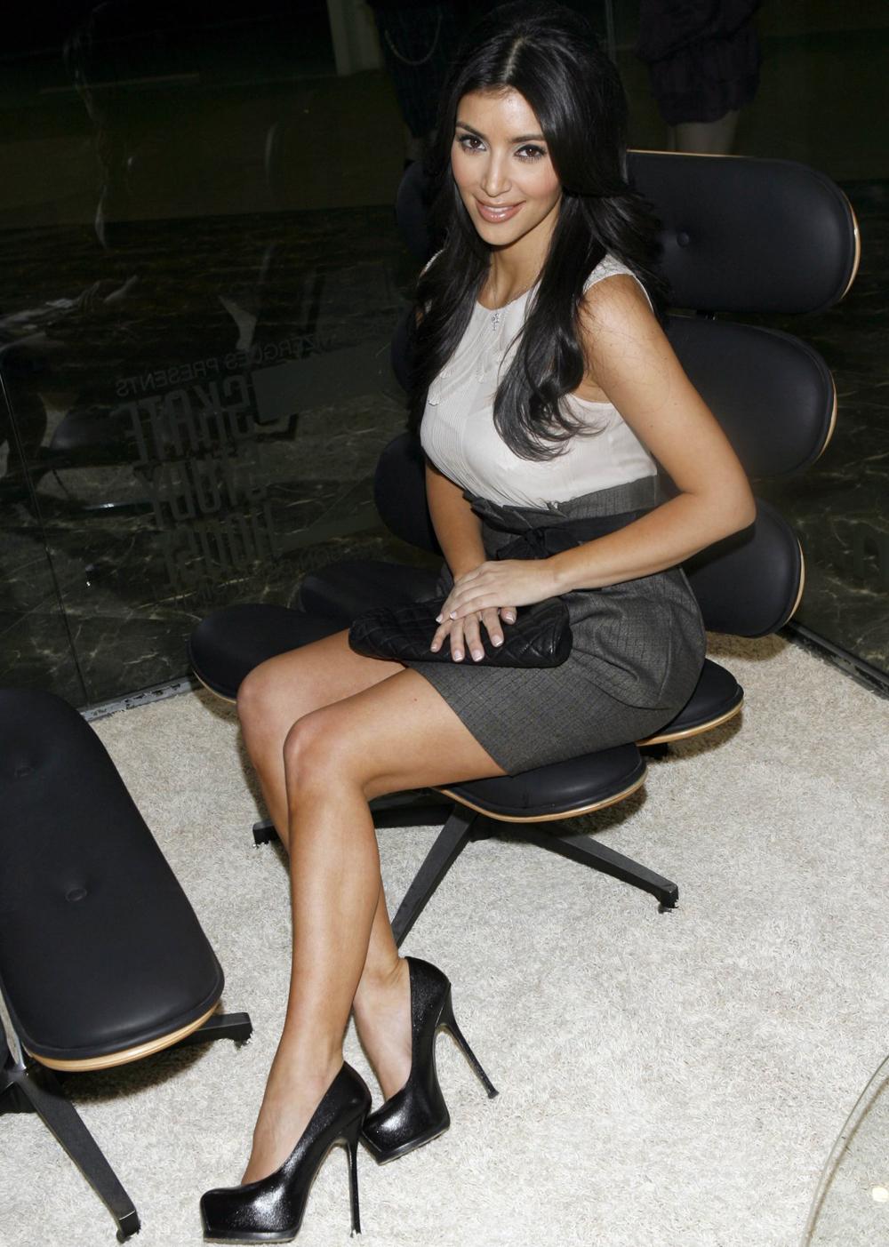 Kim Kardashian Dark Hair Color 08