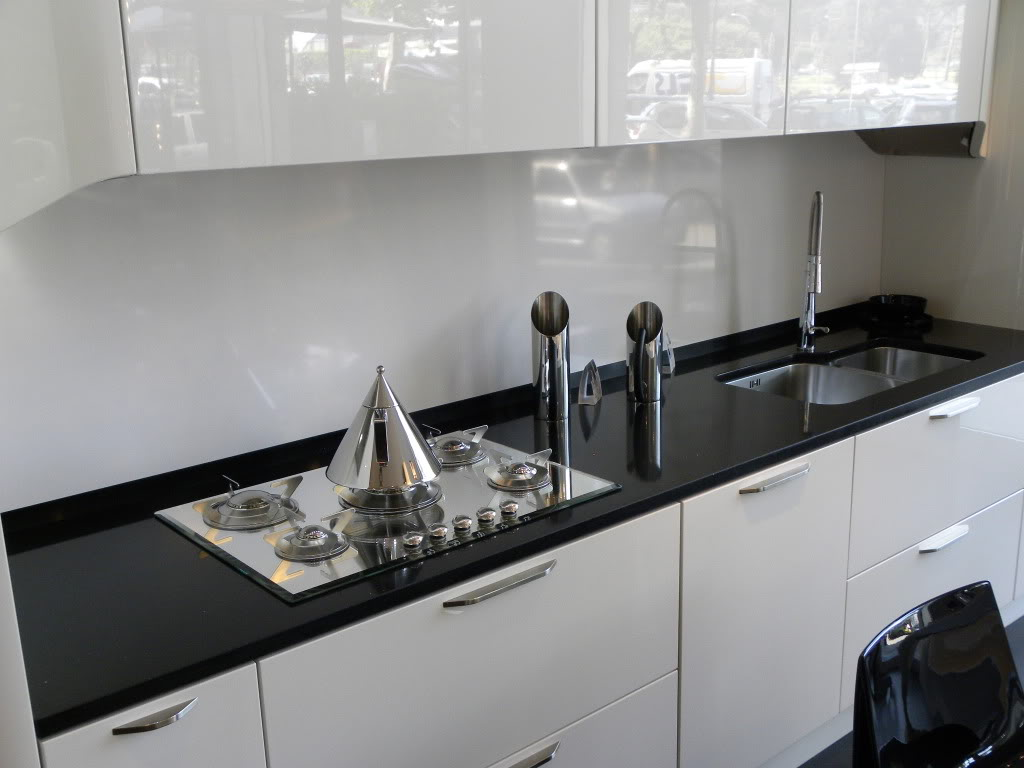 Lampadario a sospensione 3 luci moderno - Rivestimento cucina bianca ...